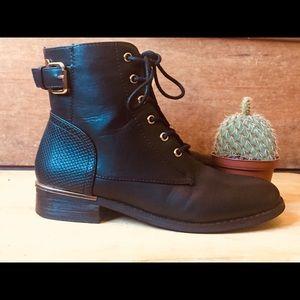 Boohoo Metallic Trim Chelsea Boots